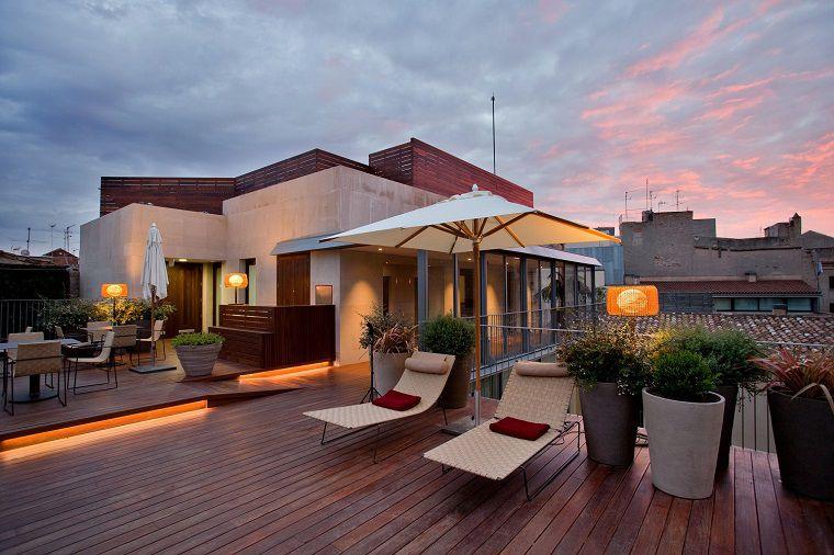 Terrazzo piccolo o grande balcone? Illuminiamolo insieme ...