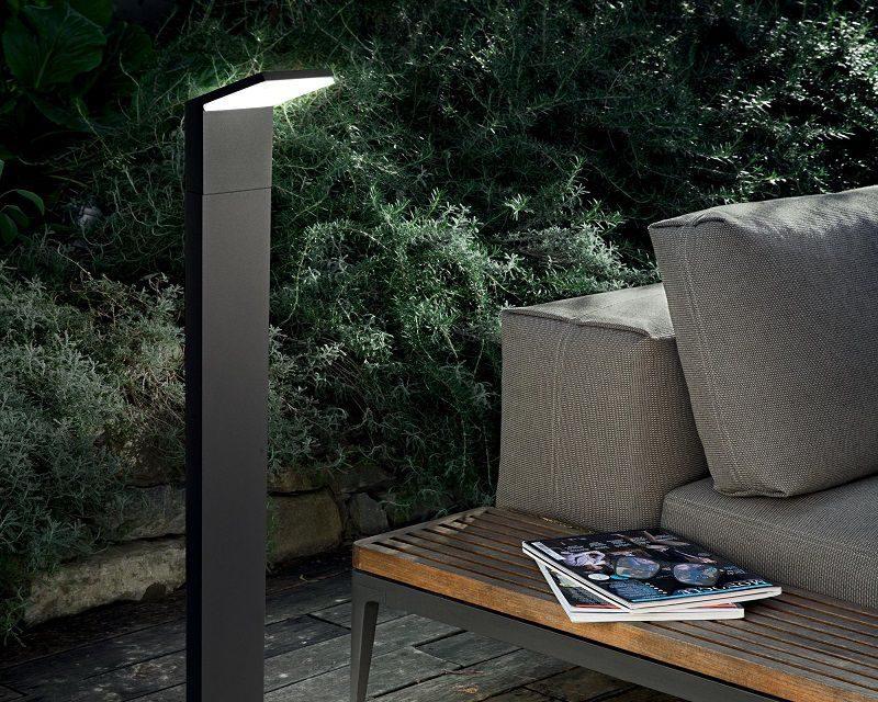 style-lampada-terra-led-esterni-antracite-ideal-lux-ambientazione