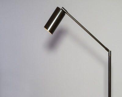 lettura-piantana-ferro-led-renzo-serafini