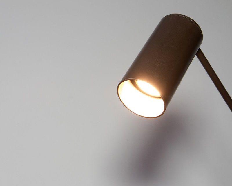 lettura-piantana-ferro-led-renzo-serafini-luce