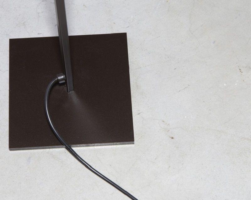 lettura-piantana-ferro-led-renzo-serafini-struttura