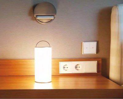 converse-lighting-lampada-da-tavolo-led-dimmerabile-beneito-faure