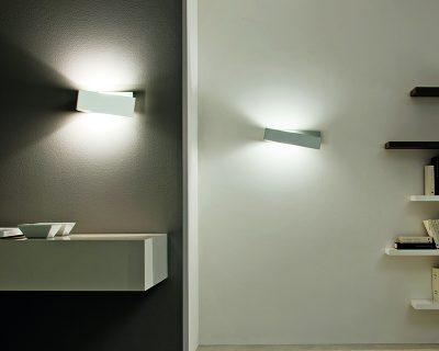 Linea Light Zig Zag applique asimmetrica in metallo